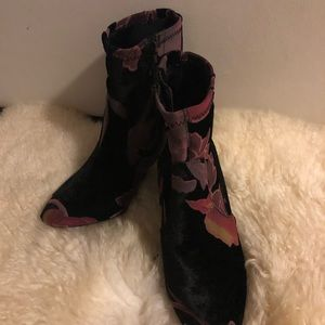Brand new no tags size 7 Steve Madden booties